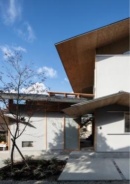 『軒下の家』が新建築住宅特集9月号に掲載されました。