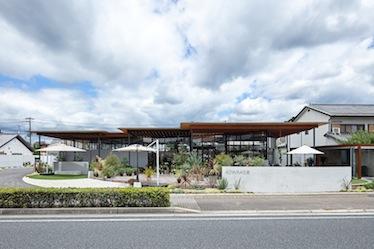 『AOYAMA花苑』が新建築2020年7月号に掲載されました。