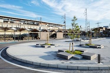 堅田駅西口広場